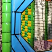 Detské centrum Rožňava, detské herné centrum, guličkové centrum, guličkové ihrisko, guličkový bazén, guličky, pavúčia sieť, zábavné centrum, interiérové ihrisko, indoor ihrisko