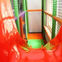 Detské centrum Rožňava, detské herné centrum, guličkové centrum, guličkové ihrisko, guličkový bazén, šmykľavka, šmýkačka, guličky, zábavné centrum, interiérové ihrisko, indoor ihrisko